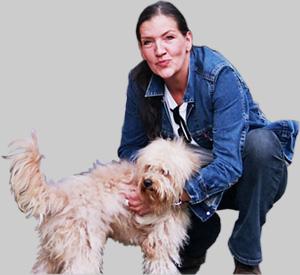 Katy Karrenbauer und Mischlingshund